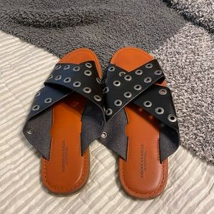 AE cross sandals sz 8